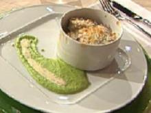 Gratin vom Berliner Eisbein mit Sauerkraut, Erbsenpüree und Senfsoße á la Kleeberg - Rezept