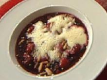 Rote-Beeren-Grütze mit Pinienkernsoße á la Kleeberg - Rezept
