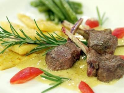 Lamnmkoteletts mit Rotweinsauce und Bohnenpüree - Rezept