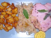 Kasseler mit Sauerkraut und knusprigen Kartoffelwürfeln - Rezept