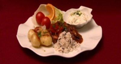 Rinderfilet Stroganoff mit Reis und süß-saurem Gurkensalat (Judith & Mel) - Rezept