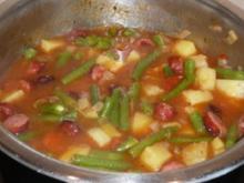 Eintopf: Bohnen, Kartoffeln, Tomaten und Schinkenknacker - Rezept