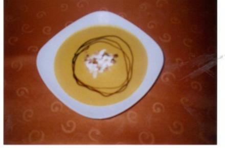 Hokkaido-Kürbissuppe mit Creme fraiche - Rezept