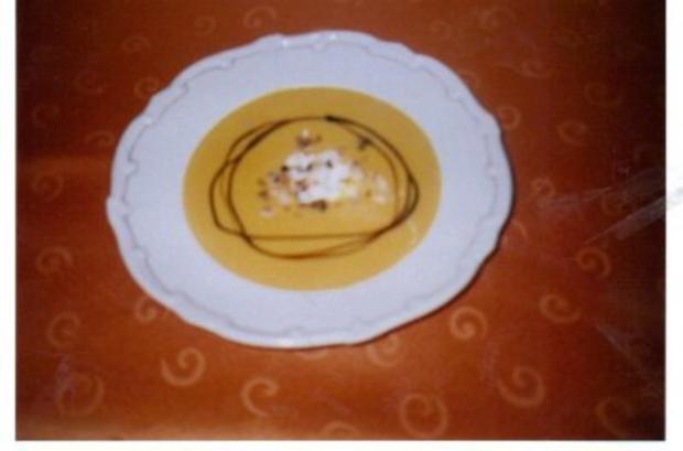 Hokkaido-Kürbissuppe mit Creme fraiche - Rezept - Bild Nr. 2