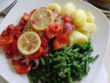 Rezept: Huhn : Saftige Hähnchenbrust im Bratschlauch, mit Paprika, Tomate und grünen Bohnen
