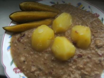 Gehacktes-Stippe mit Salzkartoffeln und - Rezept