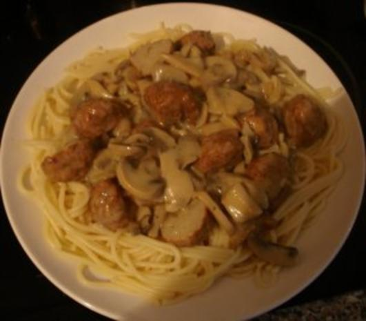 Spaghetti mit Pilz - Rahm - Sauce und Hackbällchen - Rezept