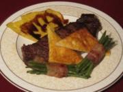 Kobe-Rind mit Kräuterparmesankruste auf Fächerkartoffeln und Bohnen - Rezept