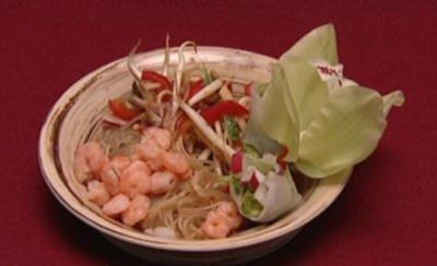 Glasnudelsalat mit Hühnchen und Shrimps (Sarah Tkotsch) - Rezept