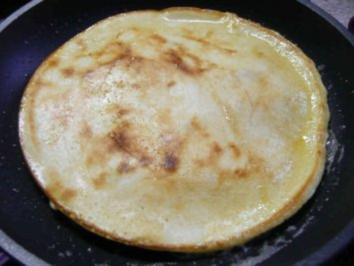 Eierspeisen : Eierkuchen mit Äpfelstückchen - Rezept