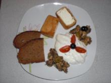 Gebackener Feta mit Dip und Champignon-Antipasti - Rezept