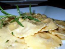 Ravioli mit Gorgonzola-Walnuss-Füllung - Rezept