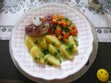 Schwein :  Knöchelchen (Minieisbein) mit Mischgemüse und Salzkartoffeln - Rezept