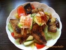 Tomaten-Brot-Salat mit Ziegenkäsepäckchen - Rezept