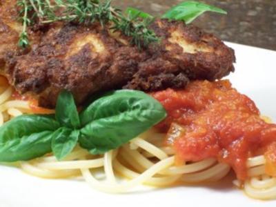 Schweinelende in Bergkäse-Ei-Hülle zu pikant-fruchtiger Tomatensauce auf Pasta - Rezept