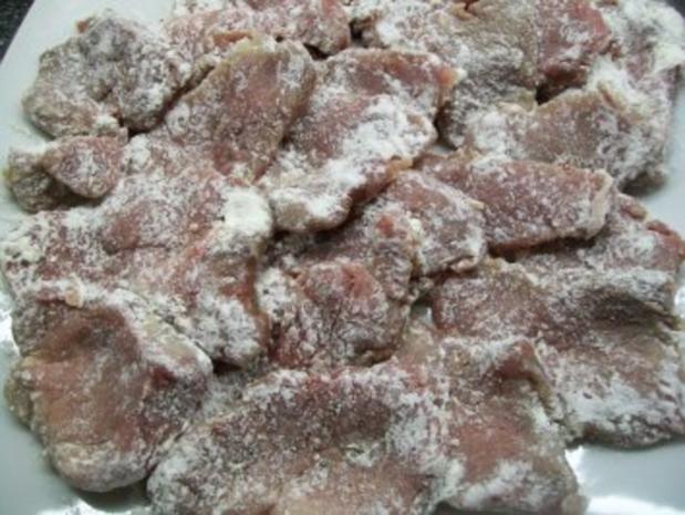 Schweinelende in Bergkäse-Ei-Hülle zu pikant-fruchtiger Tomatensauce auf Pasta - Rezept - Bild Nr. 3
