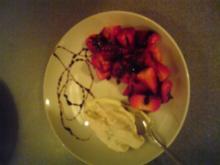 Erdbeeren mit Balsamico-Dressing und Quarkcreme - Rezept