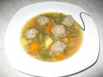Rezept: Gemüsesuppe mit Fleischbällchen