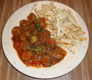 currywurstpfanne mit bratw rstchen und passierte tomaten rezept mit bild. Black Bedroom Furniture Sets. Home Design Ideas