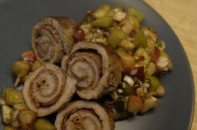 Kalbschnitzelröllchen an pikantem Pfirsich-Melonen-Salat - Rezept