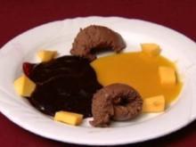 Schokoladenmousse mit Mango- und Johannisbeersoße (Peter Großmann) - Rezept
