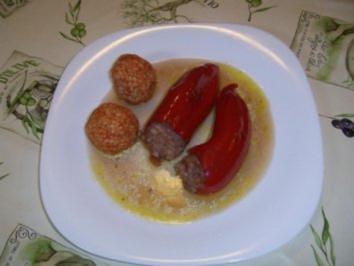 Gefüllte Spitzpaprika mit Tomatenreisbällchen - Rezept