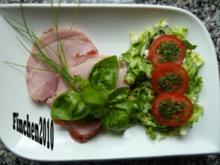 Burgunder - Rollbraten mit Ahornsirup-Kruste an grünem Salat - Rezept