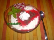 Joghurtcreme mit beschwipsten Johannisbeeren - Rezept