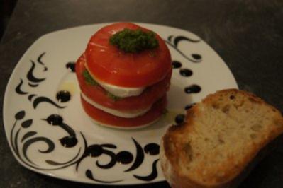 Tomaten-Mozzarella-Pesto Türmchen - Rezept