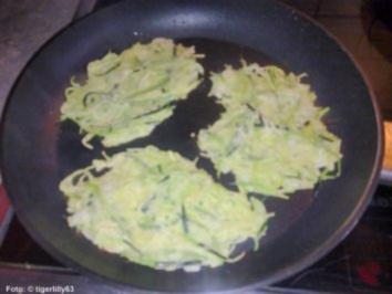 Zucchinipuffer mit Schmand-Dip - Rezept