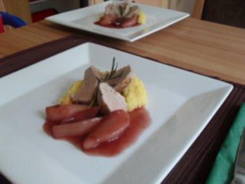 Schweinefilet mit Rotweinbirnen und cremiger Polenta - Rezept