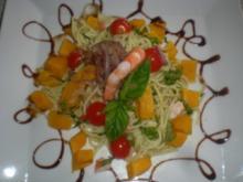 Spaghetti mit Pestosauce, Kürbis und Scampis - Rezept