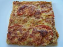 Pizza mit Hackfleisch und Tomaten - Rezept