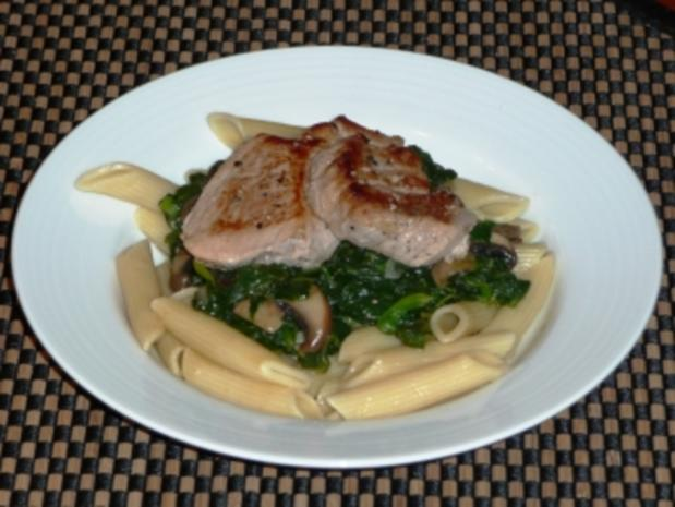 Schweinemedaillons auf Champignon-Spinat - Rezept