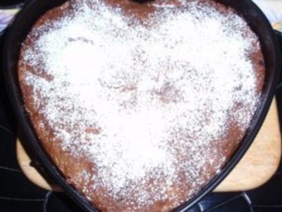 Nuss-Schoko-Kuchen mit Schattenmorellen und Cranberries - Rezept