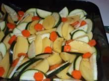 Hähnchenkeulen auf Gemüse - Rezept