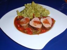 Gefüllte Spinatnudeln mit Schweinefilet auf Tomaten-Paprikasoße - Rezept
