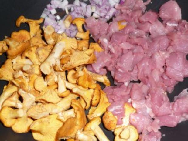 Pfifferlingsrahm mit Schweinefilet auf Bandnudeln - Rezept - Bild Nr. 5