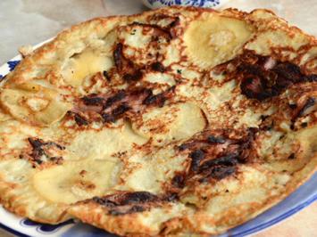 Omas Hefepfannkuchen mit Apfelstückchen - Rezept - Bild Nr. 2