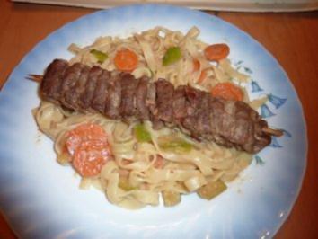 Fleischspieß mit Gemüsenudeln - Rezept