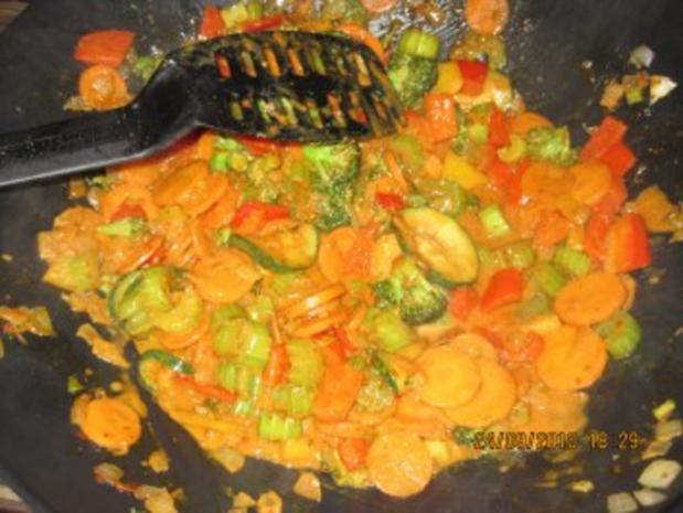 Bunte Curry-Gemüsepfanne mit Kokosmilch - Rezept - Bild Nr. 6
