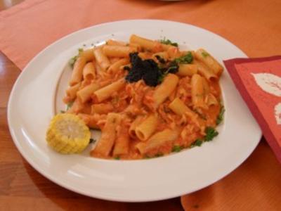 Rigatoni in Lachs-Sahne-Sauce und Kaviar - Rezept