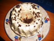 gegugelter Hupf mit Amarula unter einer weißen Schokodecke - Rezept