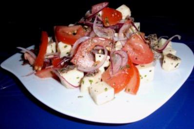 Herbstlicher Tomaten-Bergkäse-Salat - Rezept