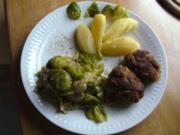 Rosenkohl-Blätter mit Nüssen und milder Kokos-Soße - Rezept