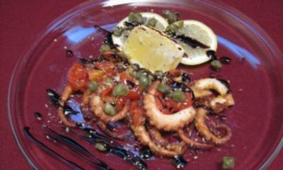 Oktopus vom Grill mit Kirschtomaten und Kapern - Rezept