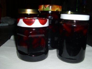 Winterliches Holundergelee mit Birnenstückchen und Rotwein - Rezept