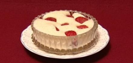 Eisgekühlte Vanillecrème mit frischen Erdbeeren (Gaby Baginsky) - Rezept