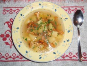 Erdäpfelsuppe mit Eierschwammerl - Rezept