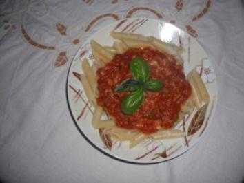 Pasta mit Tomatensoße alla sizilianer - Rezept